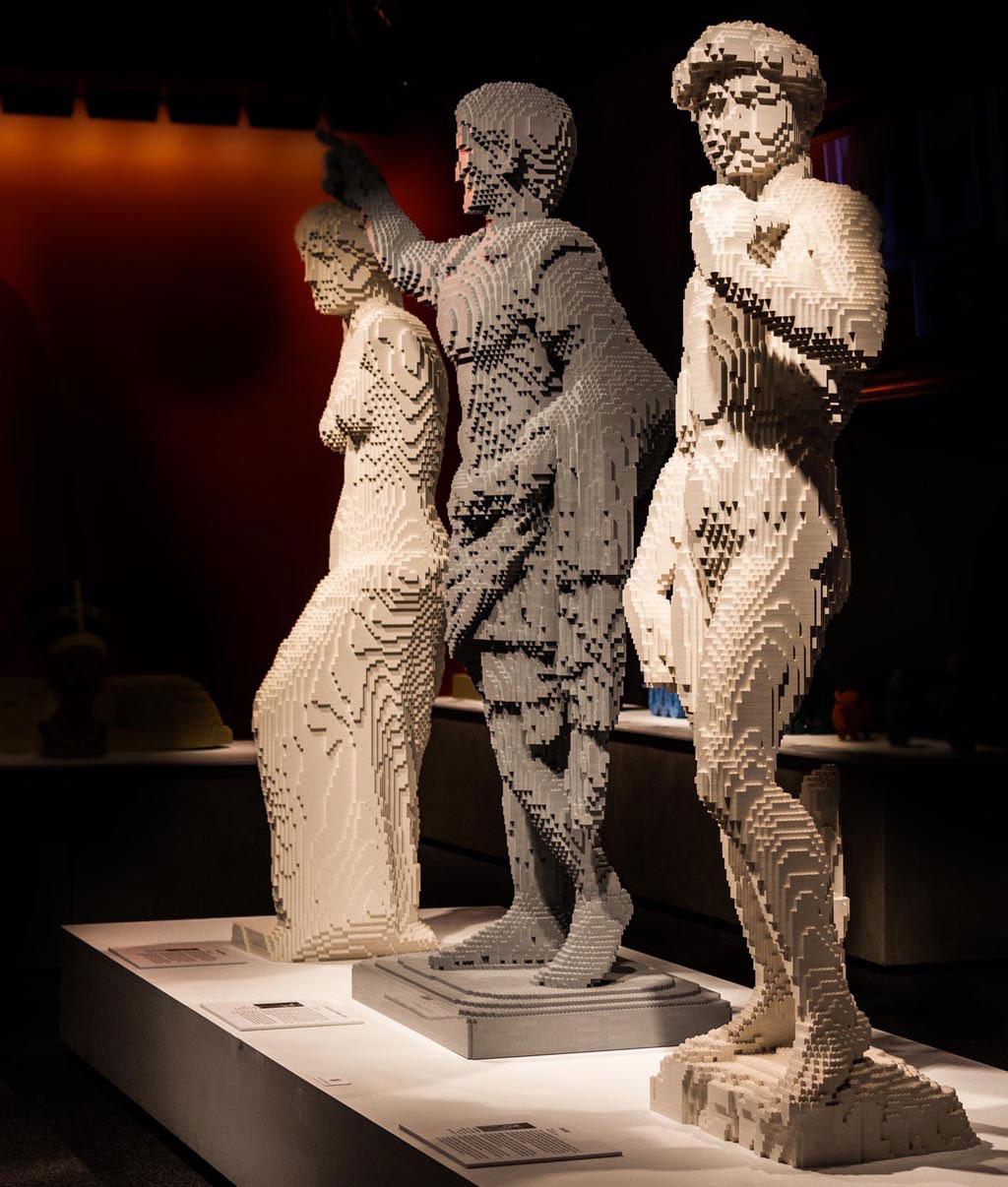 Nathan Sawaya: veduta della mostra The Art of the Brick, presso lo Spazio Set Tirso, al Salario, dal 28 ottobre al 14 febbraio.